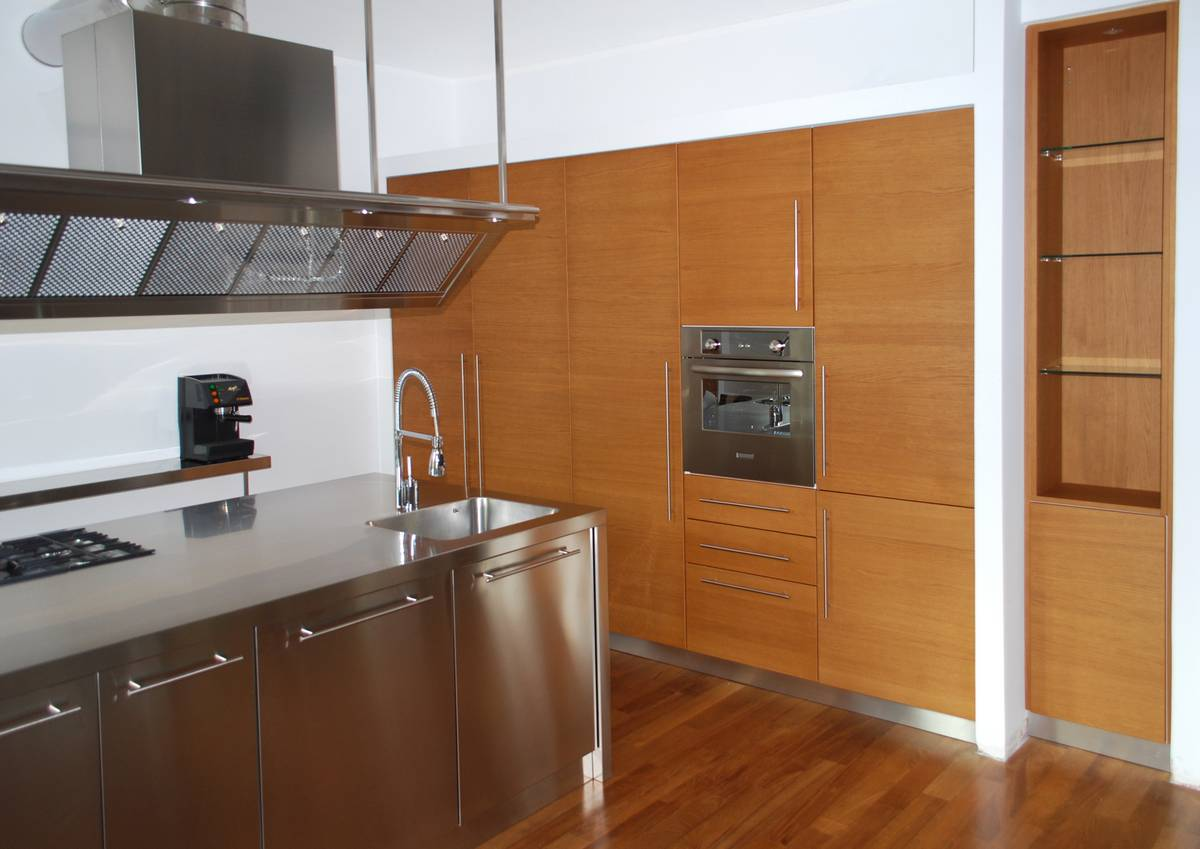 Cucina anta legno cibi cucine bagni armadi e arredi - Costo cucina su misura ...