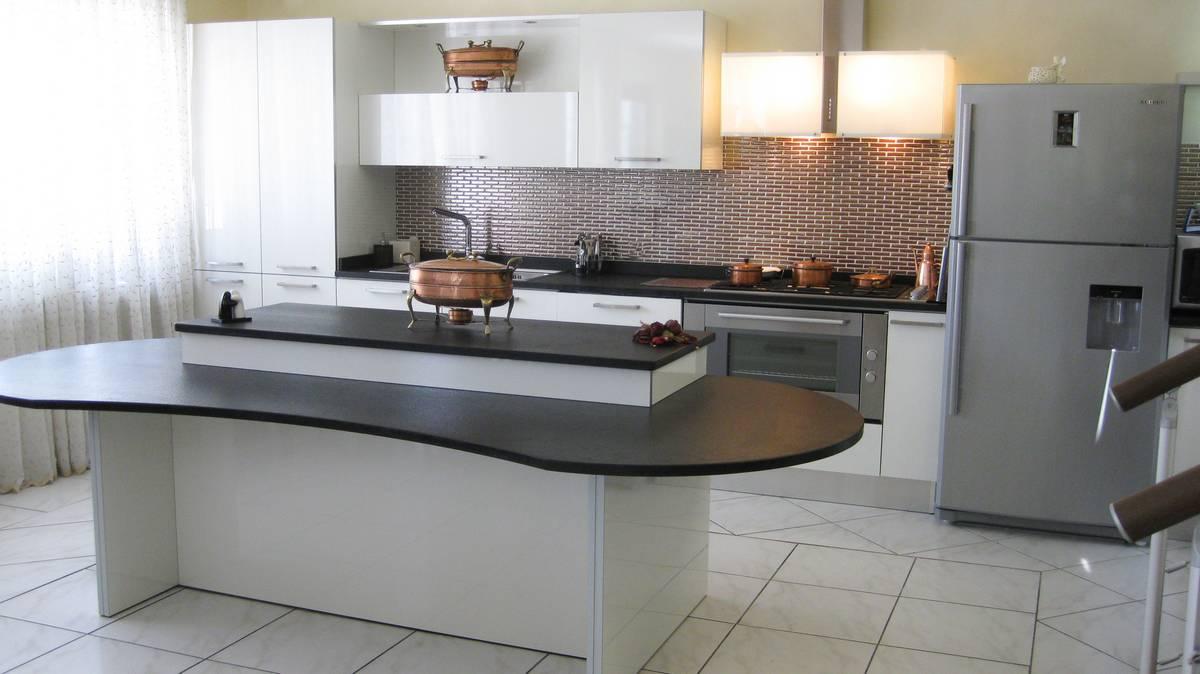 Cucine anta lucida  Cibi - Cucine, bagni, armadi e arredi su misura