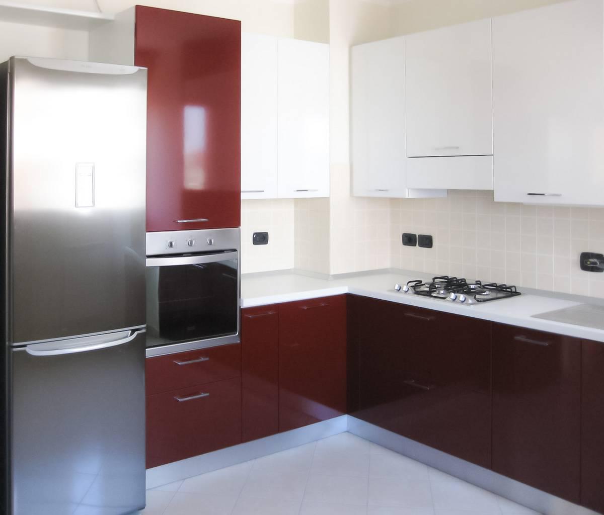 Cucine anta lucida | Cibi - Cucine, bagni, armadi e arredi su misura