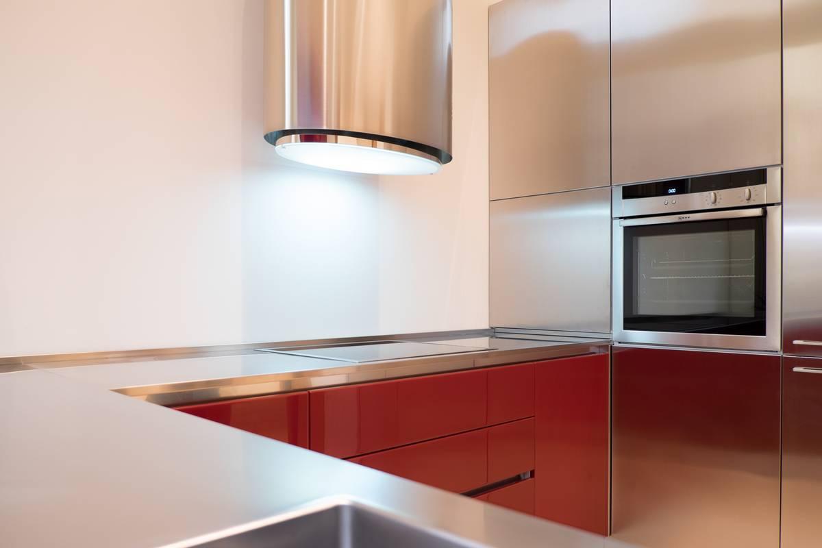 Una cucina di carattere cibi cucine bagni armadi e arredi su misura - Top cucina su misura ...
